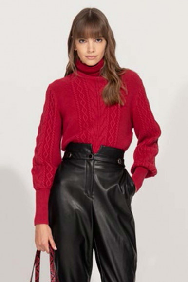RED TURTLENECK WOMAN'S DOLCEVITA WITH BRAIDS